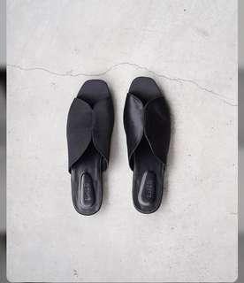Preloved Black Sandal