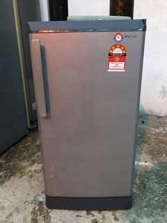 Sharp peti sejuk 1 pintu 150 Liter