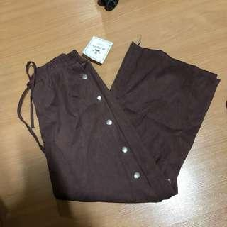 BNWT brown button down stretchable pants