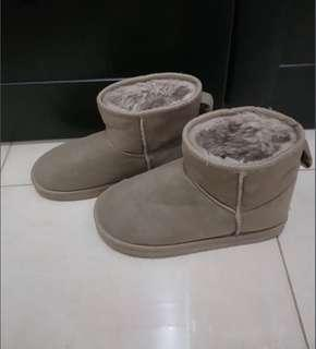 Winter boot brown
