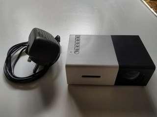 Mini HDMI projector