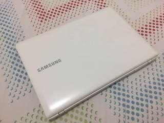 Samsung Laptop NP275E4V