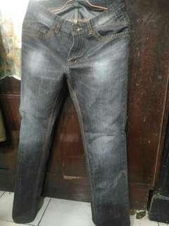 Jual cepat celana jeans rovelli original second ukuran 32