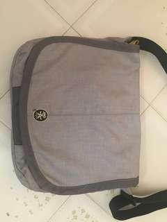crumpler laptop sling bag