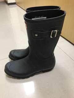 🚚 Hunter雨鞋黑 中筒半長 下雨必備