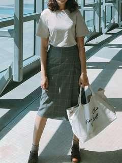 🚚 UQ灰色格子及膝半身裙