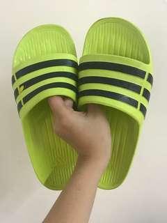🚚 愛迪達拖鞋