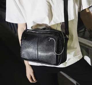 🚚 韓式作風 拼接皮革 側背包
