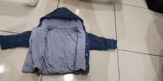 9.9成新,藍色保暖上衣