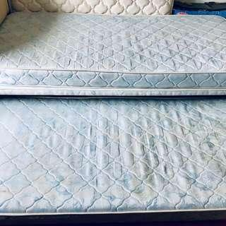 Single bed with pull out matress