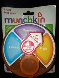 Munchkin Snack Dispenser