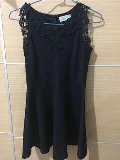 🚚 黑色氣質彈性花邊洋裝