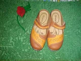 Sepatu ornela