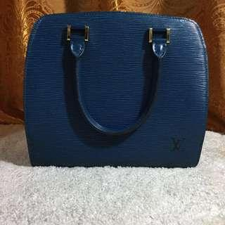 Authentic Louis Vuitton Pont Neuf in blue epi leather