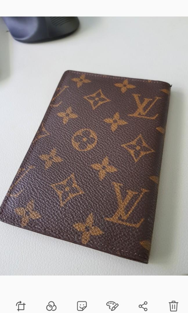 4dec1ba39a4f Authenic classic vintage Louis Vuitton passport holder