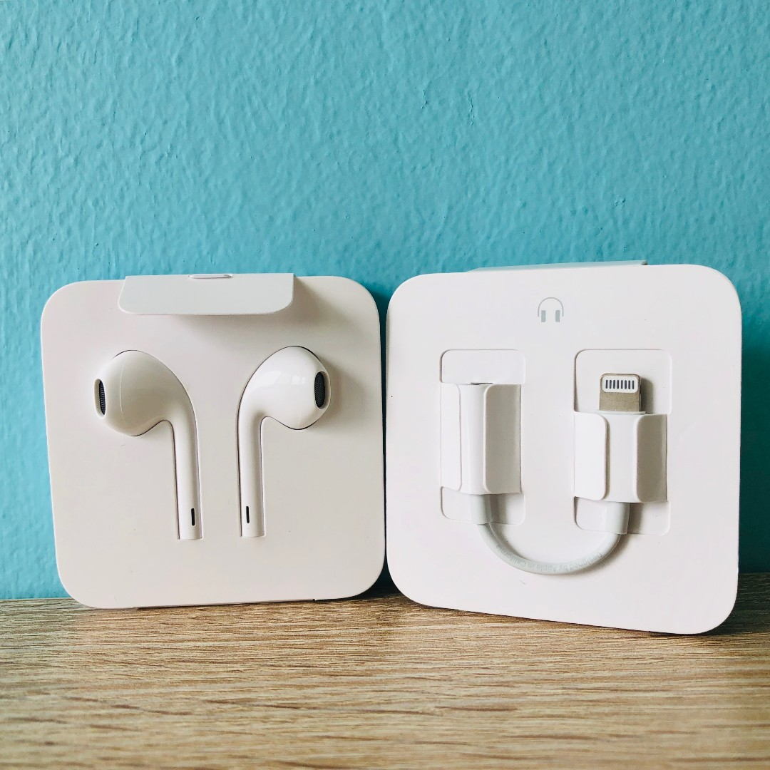 56877a3ba8a BNIB] Original Apple EarPods with 3.5mm Headphone Plug (comes with ...