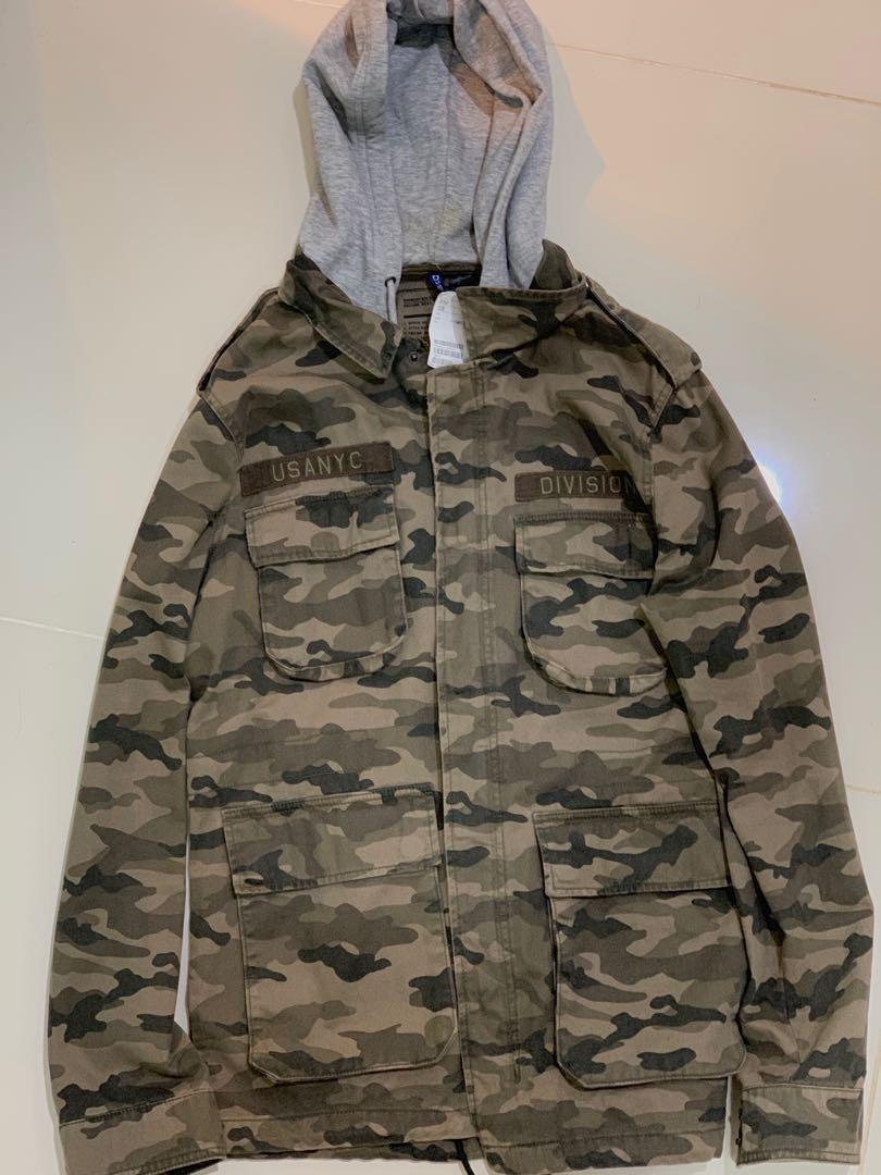 39c310a668a H&M Divided Camo jacket with hood, Men's Fashion, Clothes, Outerwear ...
