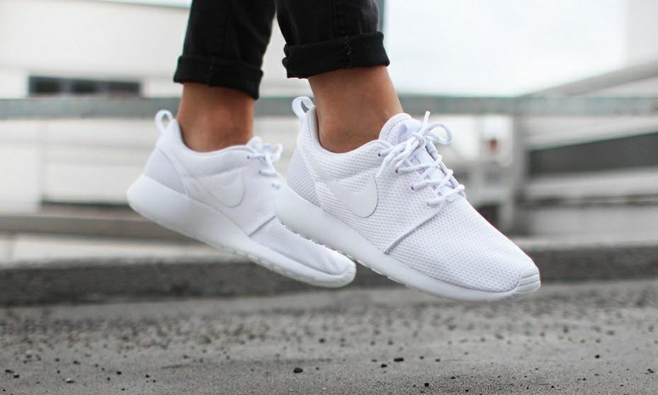 finest selection 2b011 af52b Nike Roshe One Triple White, Women's Fashion, Shoes ...