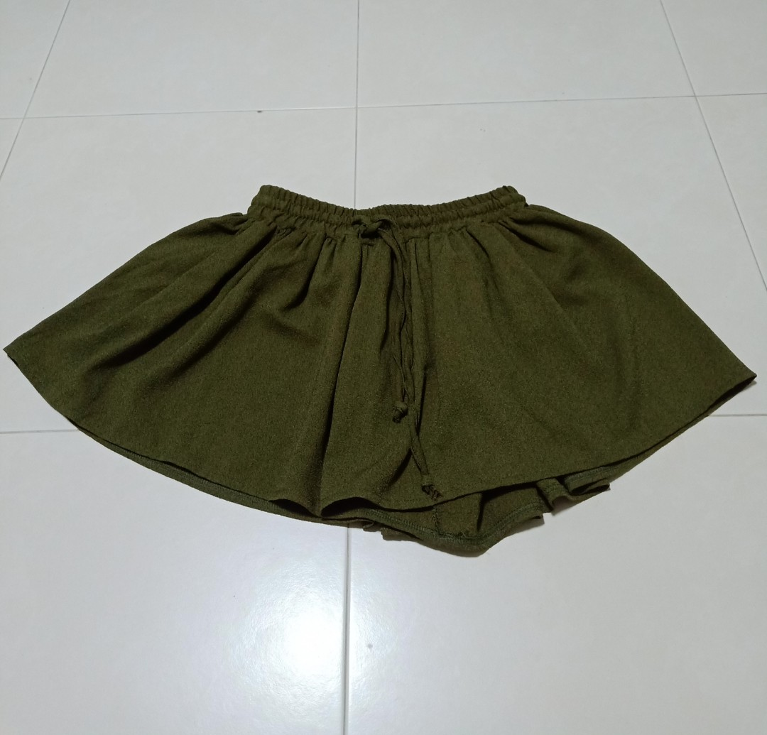 0a8ce837b Olive Green Flowy Shorts, Women's Fashion, Clothes, Pants, Jeans ...