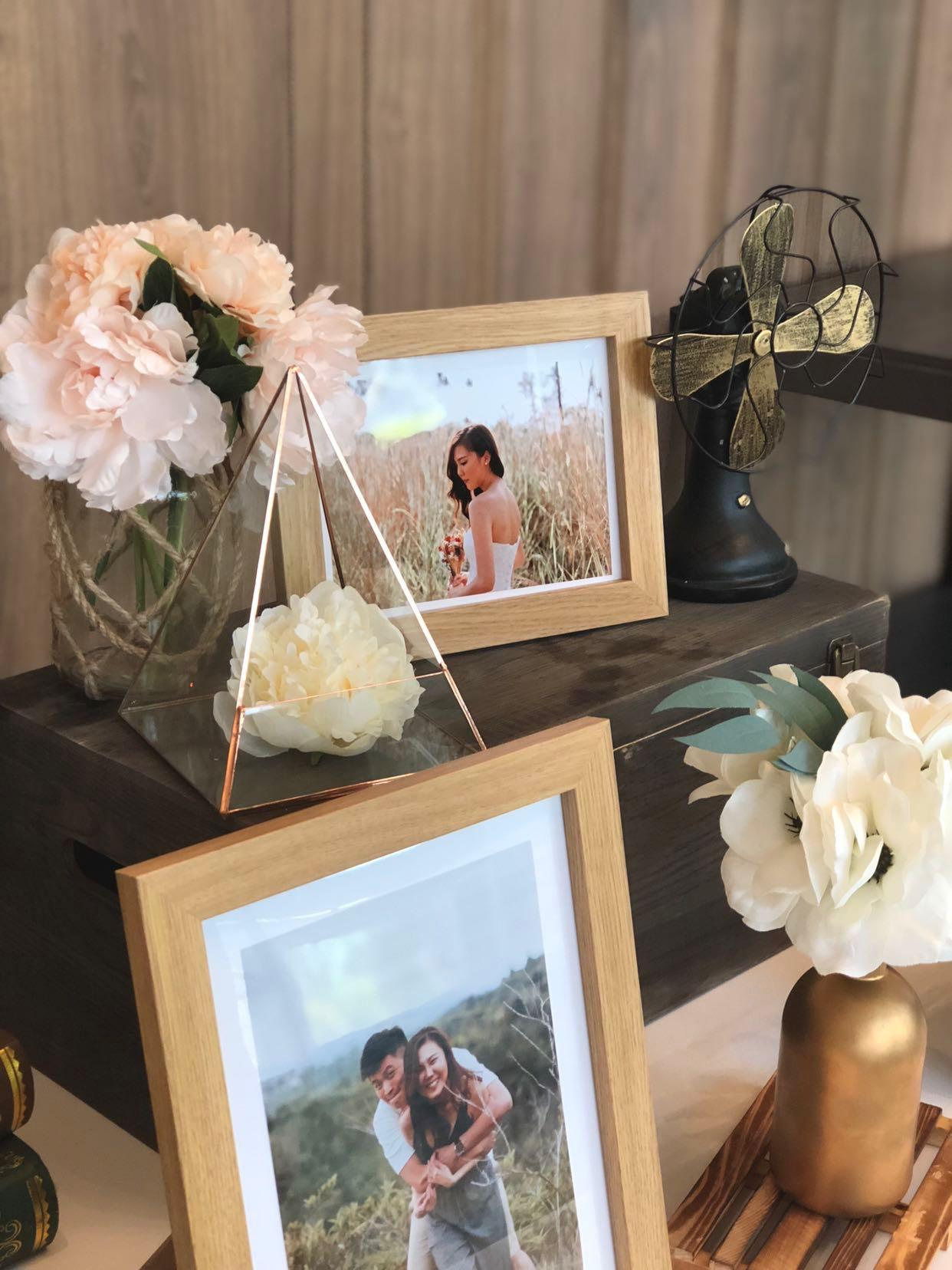 Groovy Wedding Photo Display Table Everything Else On Carousell Home Remodeling Inspirations Cosmcuboardxyz