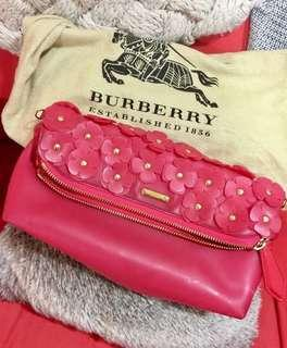 Burberry 小花手拿包(可側背)