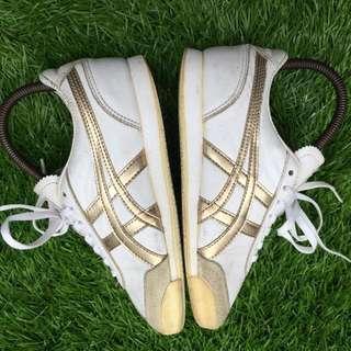 Sepatu asics original bekas