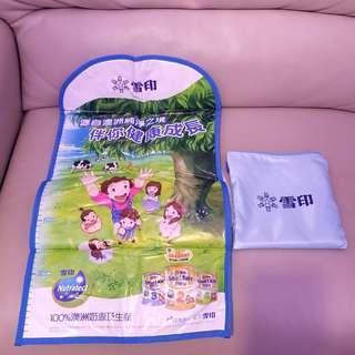 全新雪印尿片墊連拉鏈袋Diaper mat with storage bag