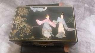 🚚 祖母陪嫁珠寶盒