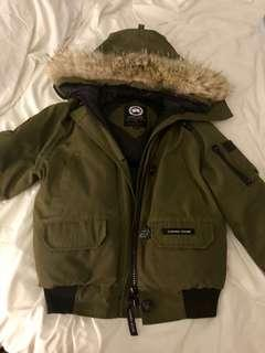 Canada goose size small