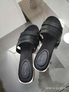 VnC flat sandal