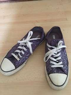(Used) Converse size 38