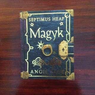 Angie Sage - Septimus Heap 1: Magyk