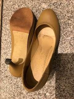 Clearance! Pre loved nude leather shoes