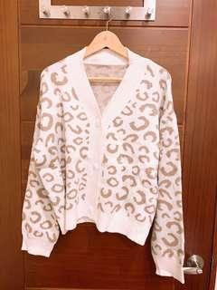 🚚 微甜商品❤️白色淺咖啡豹紋針織外套