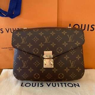 [SOLD] LV Pochette Metis // Fresh from local boutique