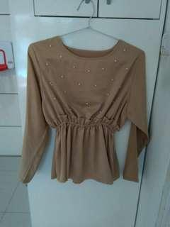 Cream blouse woth pearl