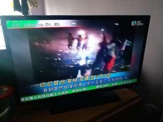 "Samsung 32"" TV Model:UA32EH5000J Monitor:(L)29""×(H)17"" Stand:(L)16.5""×(W)7.5"" TV Total Height:20"""