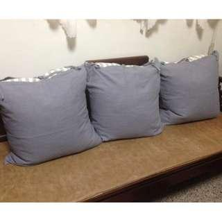 三個IKEA淺藍麻料大抱枕、靠枕