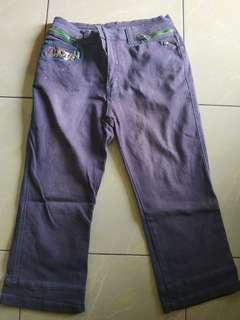 Celana ungu wanita