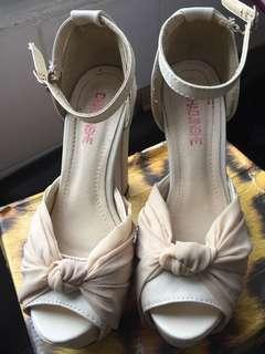 女裝米色高跟鞋