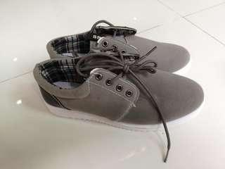 BN grey casual shoes
