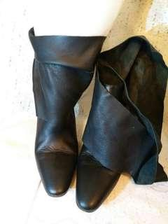 明牌Jill Stuart boots.  深啡色全皮。  意大利做。  Size 37.5.  踭高3.2 寸。  款式特別。  98%新。