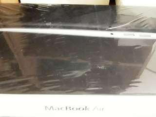 Empty macbook air box