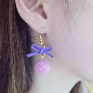 暖暖蝴蝶結/羊毛氈耳環(手作限量 耳勾 耳針 簡約 氣質 優雅 可愛 粉紅色 紫色 金色 毛球 冬季 溫暖)