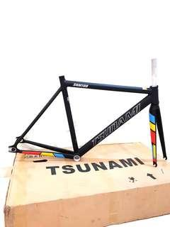***In-Stock = Frame Set Light Aluminium Alloy 700c 52cm With Fork Headset Seat Clamp TSUNAMI SNM100