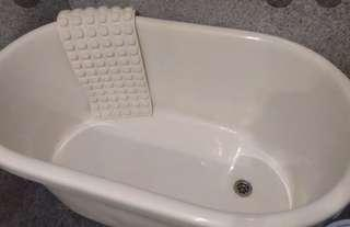 Preloved Bath Tub in Excellent Condition