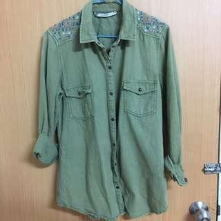 🚚 刺繡造型修身軍綠襯衫-s