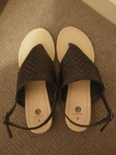 NEW Size 8 sandals thongs