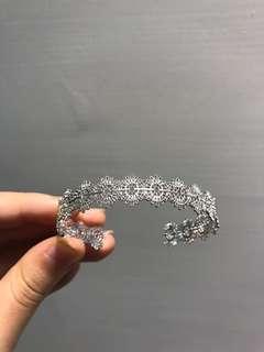 🚚 金屬鏤空蕾絲手環~~