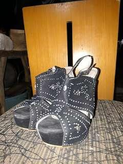 Sepatu sandal pesta